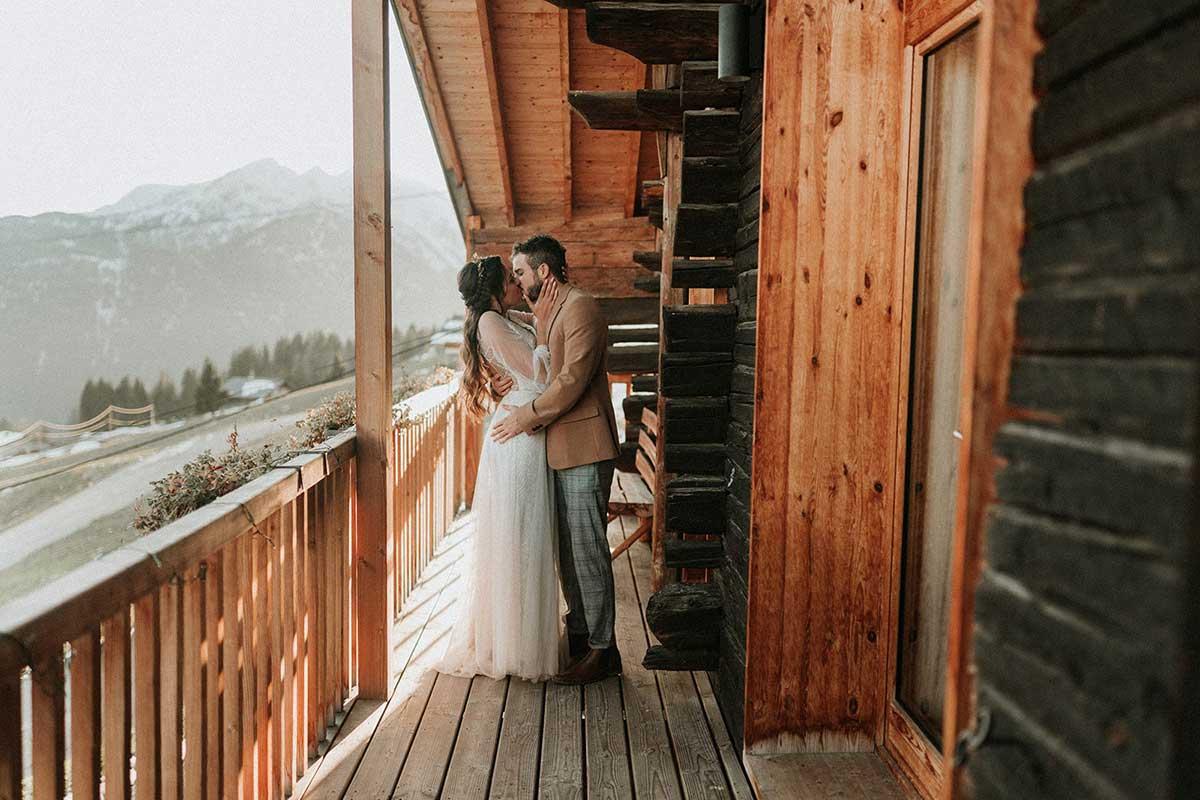 Photos de couple pour mariage à la montagne