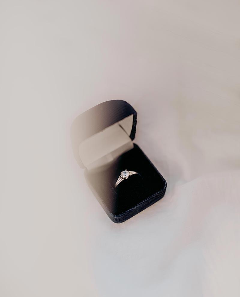 Bague de fiançailles brillante