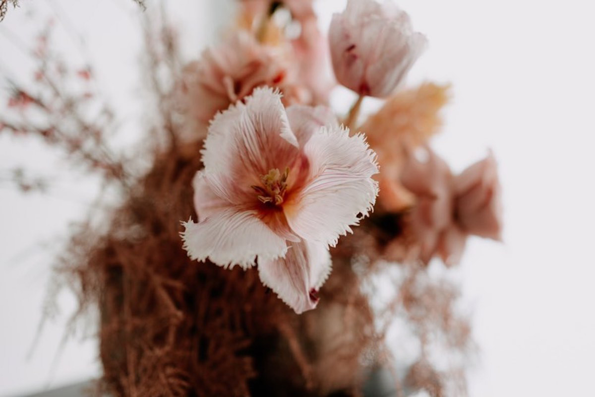 Bouquet fleurs bohème tons roses