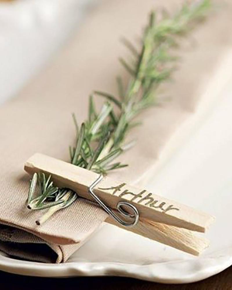 Marque-place végétal et pince à linge