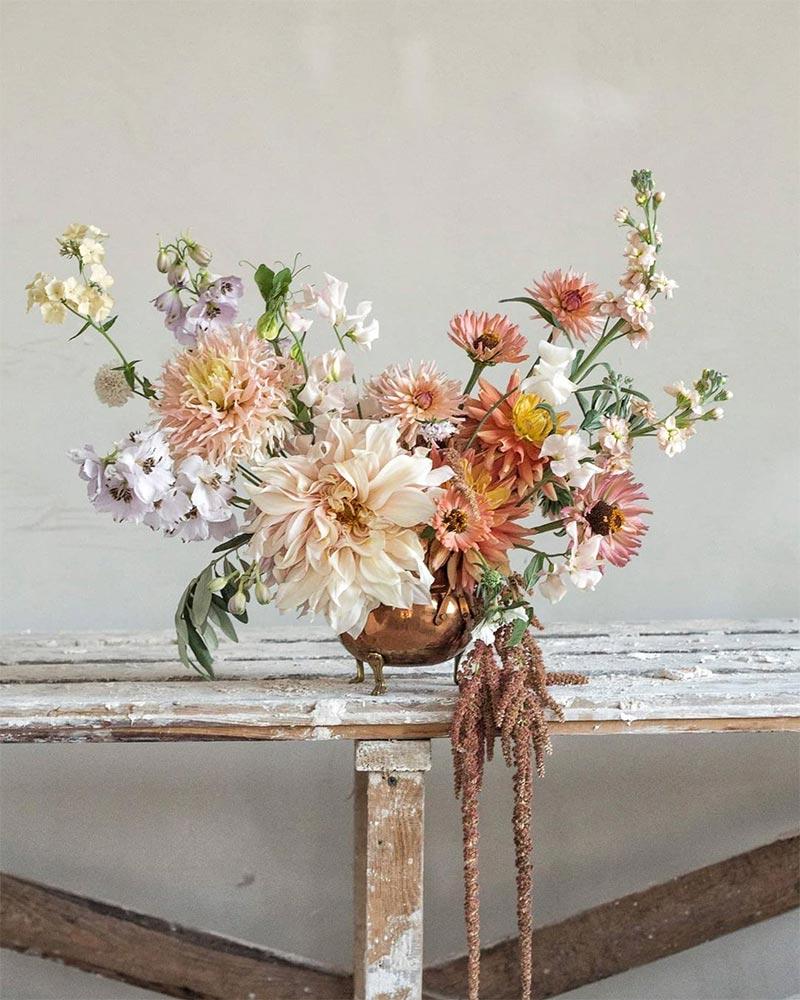 Composition florale aux couleurs pastels