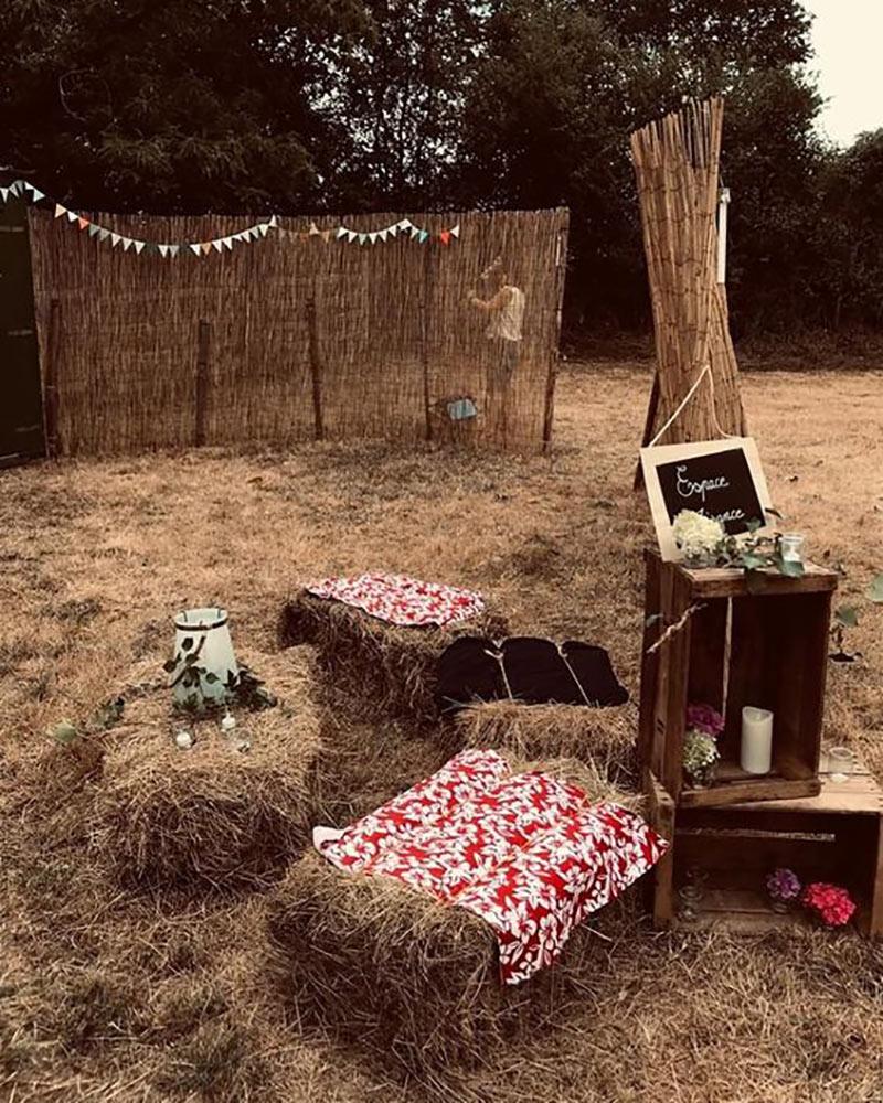 Espace toilettes décoré pour mariage champêtre