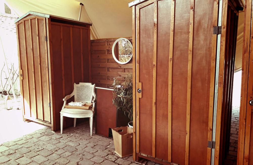 Cabines toilettes en bois