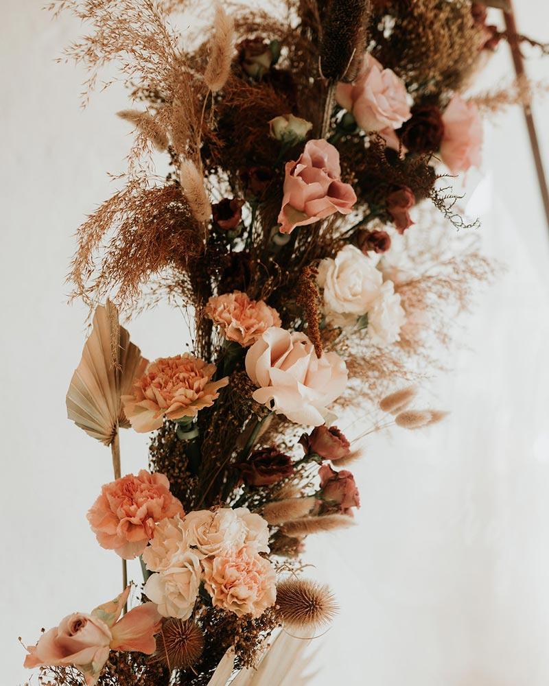 Composition florale avec fleurs de pavot