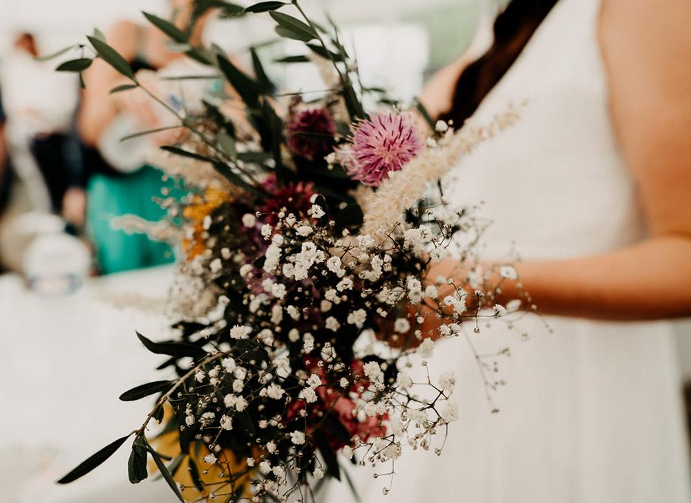Joli bouquet de mariage fleurs des champs