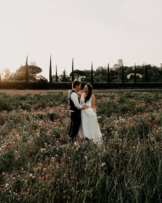 Mariés champêtre golden hour